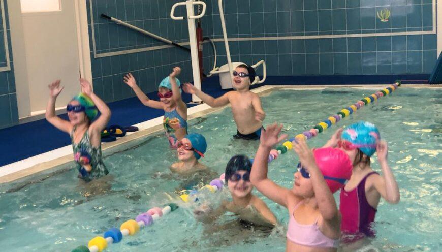 Открытое занятие по плаванию. Проводит Савченко С.В. инструктор по физической культуре.